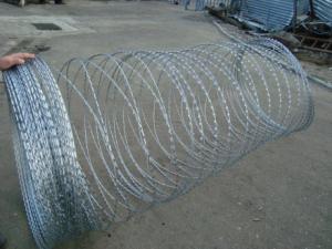 Колючая проволока Егоза Казачка 900/3 c повышенной защитой от коррозии
